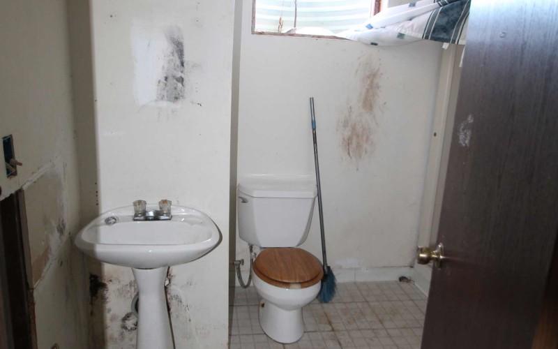 1030-black-downstairs-bath