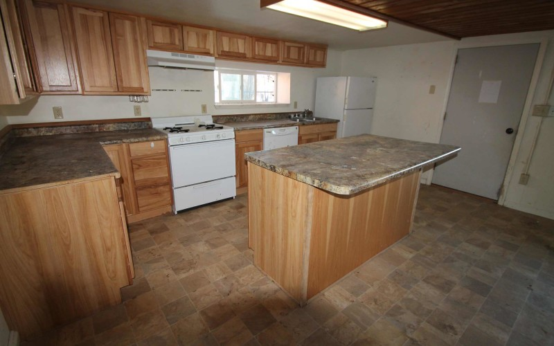 109-oak-kitchen