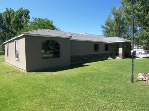 2301-cloverleaf-frontyard