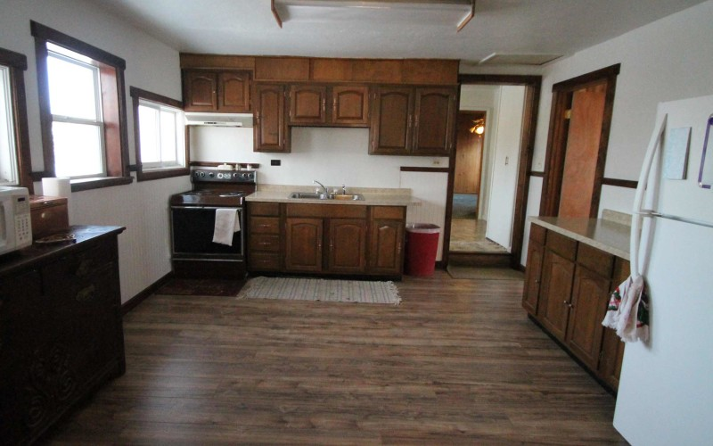 320-w-monroe-kitchen1