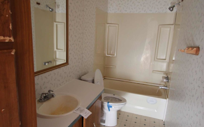 34-gabes-main-bath
