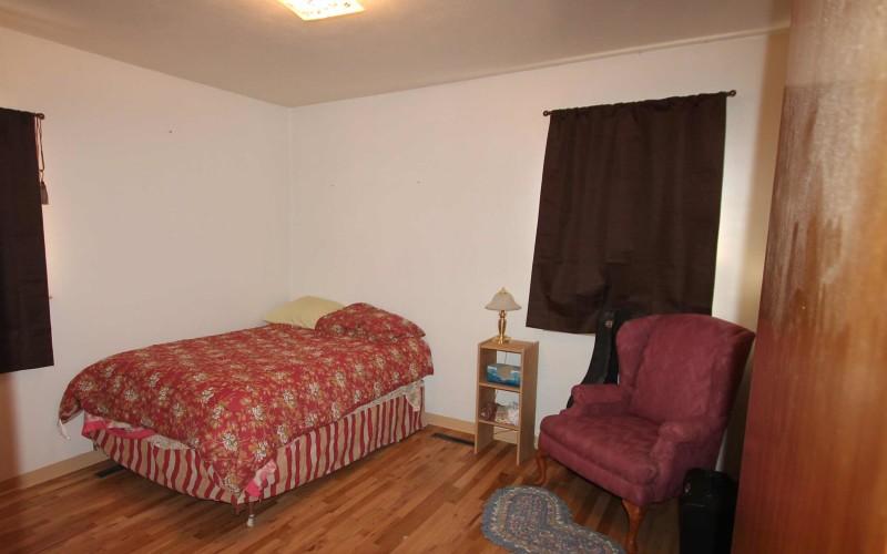 422-pine-bedroom2