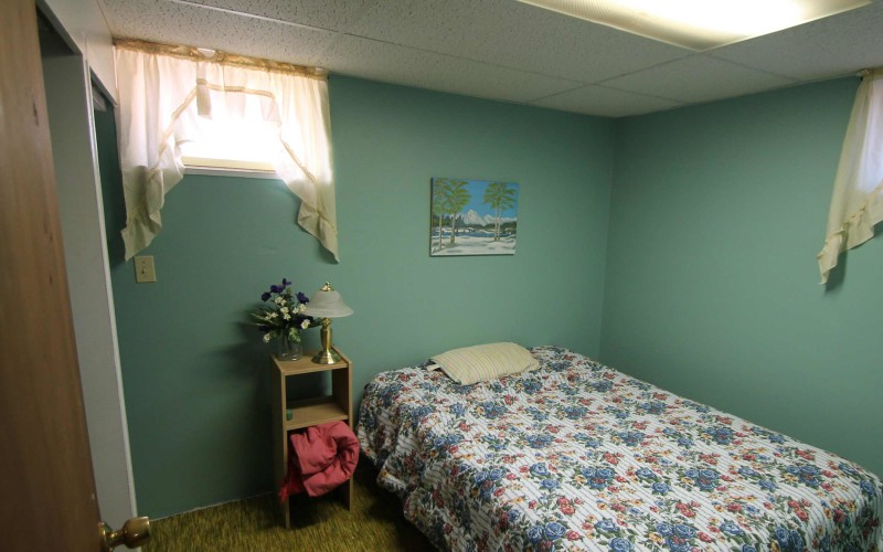 422-pine-downstairsbed1