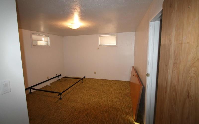 422-pine-downstairsbed2
