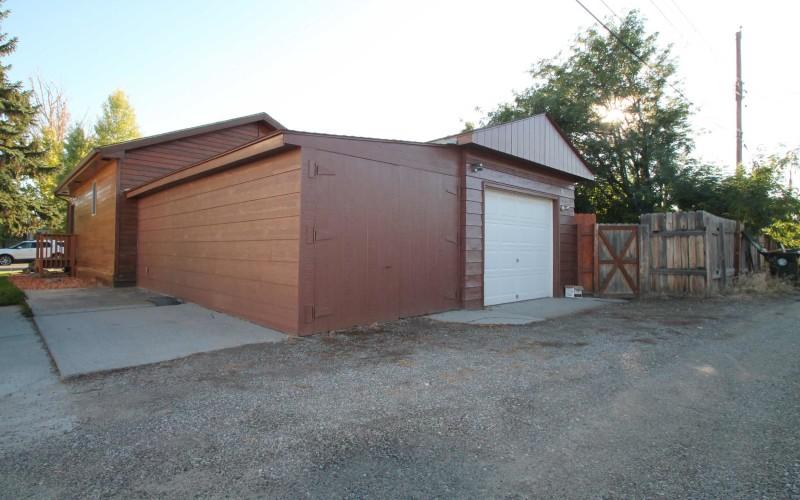 422-pine-garage