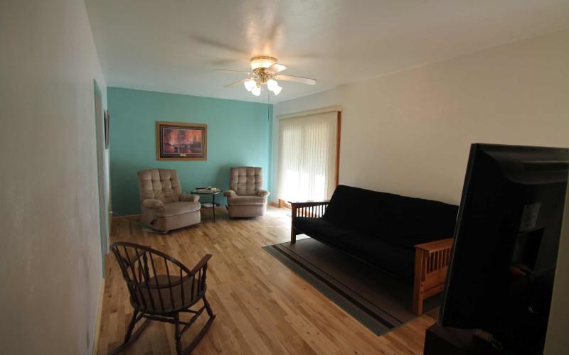 422-pine-livingroom