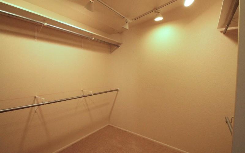 513-westchester-master-closet