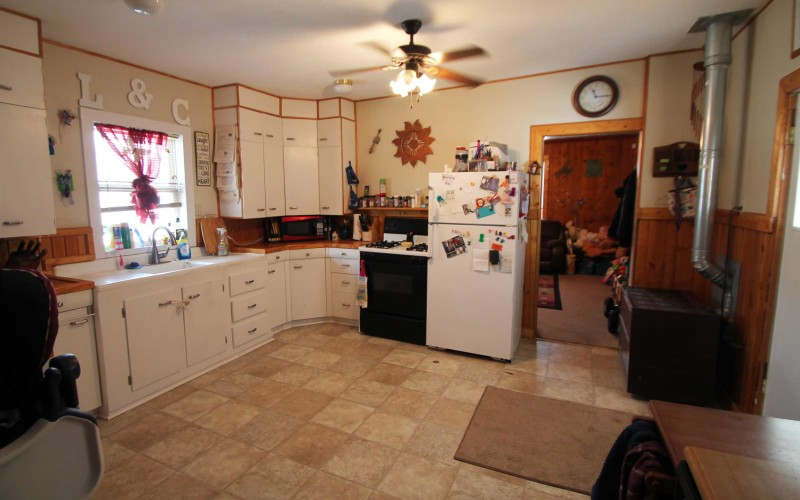 715-n-2nd-e-kitchen1