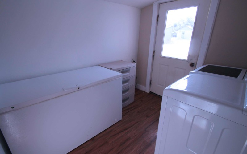 715-n-2nd-e-laundry